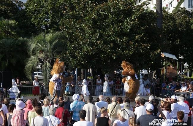 Как же на фестивале русской культуры и без медведей?