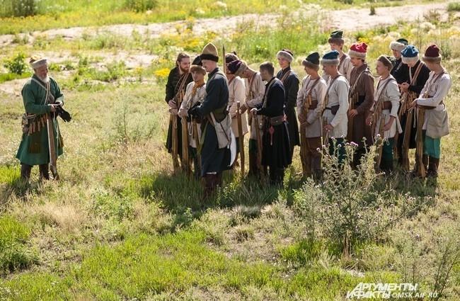 Участники разделились на «разбойников» и «стрельцов».