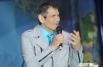 Музыкальный руководитель и многолетний наставник мегауспешной некогда группы «На-На» Бари Алибасов привёз своих подопечных в Омск на открытие нового цирка.