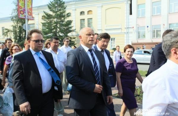 Открытие выставки не обошлось без присутствия мэра Вячеслава Двораковского и губернатора Виктора Назарова.