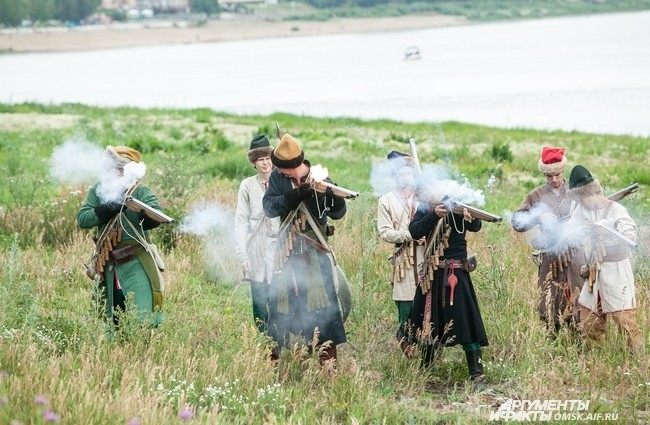 При стрельбе воины должны беречь глаза от пороха.