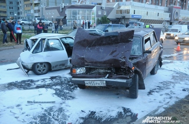 По словам пострадавших автовладельцев, водитель джипа был пьян и перевозил пассажиров в нетрезвом состоянии.