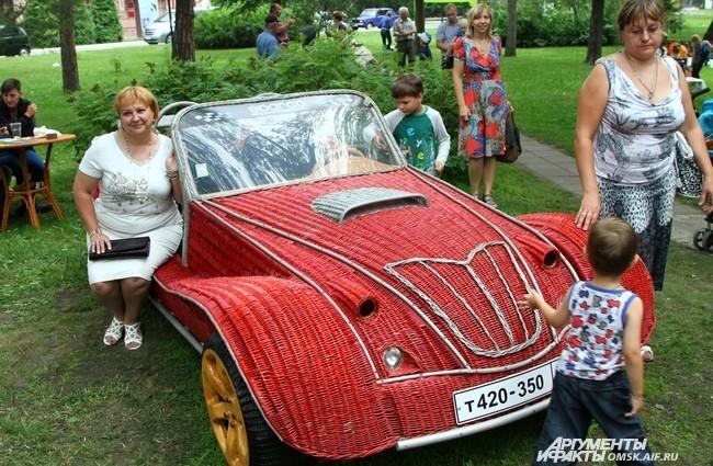 Машинки полюбились не только детям, но и взрослым.