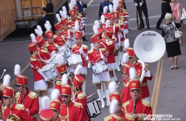 Кстати, Омский духовой оркестр тоже принимал участие в действах.