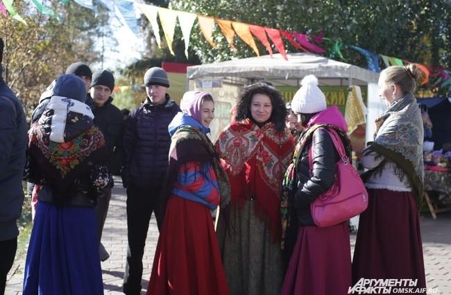 """В Омске прошла """"Покровская ярмарка""""."""