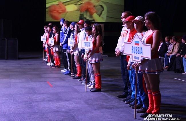 В соревнованиях приняли участие 59 боксеров из восьми стран - Киргизии, Армении, Азербайджана, Узбекистана, Германии, а также сборные России, Омской области и Республики Саха (Якутия).