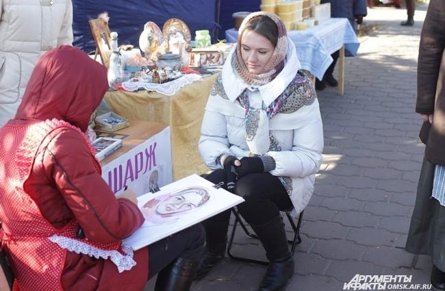 """На """"Покровской ярмарке"""" можно было нарисовать портрет."""
