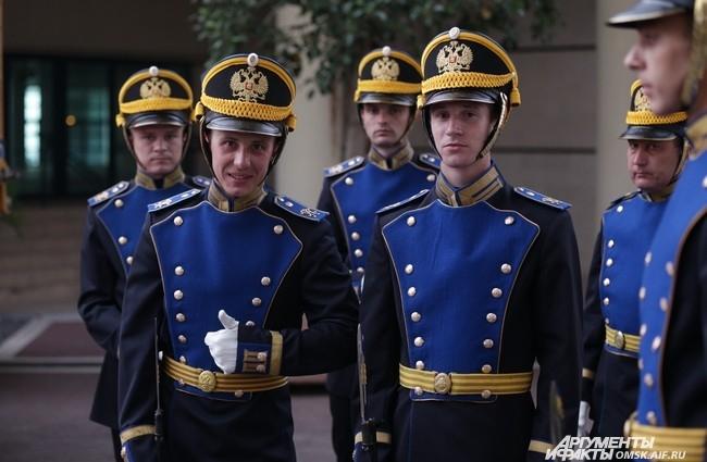 Ветераны Кремлёвского полка, которые устроили для французов плац-дефиле.
