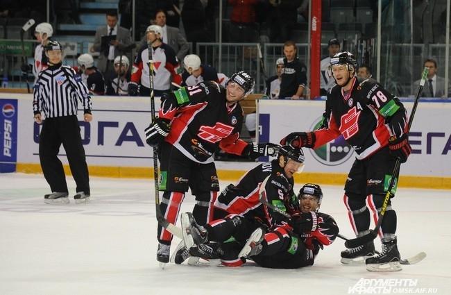 Омский «Авангард» одержал победу над «Слованом» со счётом 4:2.