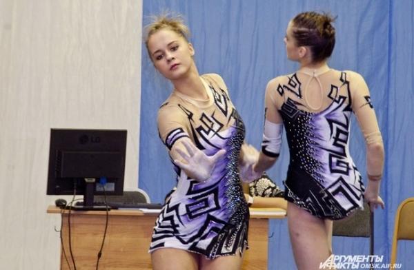 В Омске проходит турнир Зикунова по спортивной акробатике.