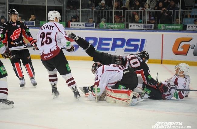«Авангард» одержал уверенную победу над рижским «Динамо».