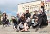 Московские актеры устроили шоу прямо на ступеньках.