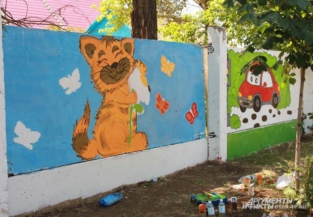 Роспись бетонного забора оренбургского фтизиатрического санатория