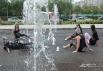 Танцы в фонтане.