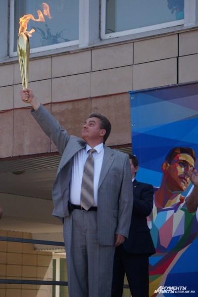 Факел с огнем Универсиады был зажжен вице-губернатором Дмитрием Кулагиным