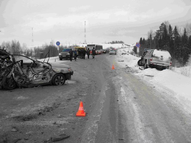 На автодороге «Болгары - Юго-Камский – Крылово» водитель автомобиля «Kia-Cerato» превысил скорость, не справился с управлением, выехал на полосу встречного движения и столкнулся с автомашинами «Mitsubishi-L200» и «Hyundai-Trajet». В результате ДТП  водите