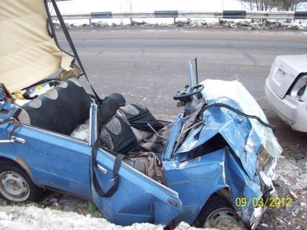 В Очёрском районе водитель автомобиля «Cherry» по неустановленным причинам не справился с управлением, допустил занос на полосу встречного движения, где столкнулся с автомашиной ВАЗ-2106. В результате аварии  водитель и пассажир ВАЗа получили смертельные