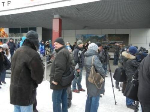 Среди собравшихся -  журналистов было больше всего.