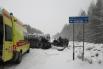 В 13:50 на автодороге «Кунгур – Соликамск» водитель автомобиля «Renault-Logan», выполняя обгон, не справился с управлением, допустил занос и столкновение со встречной автомашиной «Subaru – Impreza». В результате происшествия в больницу с тяжёлыми травмами