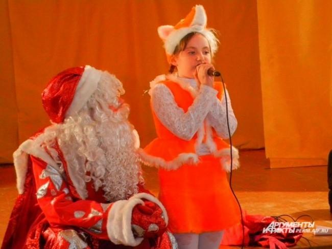 Полина Попова прочитала стихотворение Деду Морозу