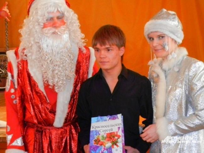 Красносельских Сергей с Дедом Морозом и Снегурочкой