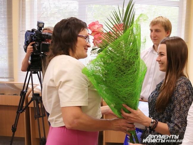 Поздравления 3000-й выпускнице