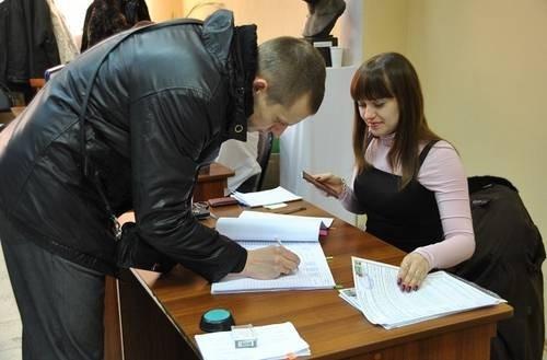 Активность на участке оказалась высокой: уже к середине дня проголосовала почти половина избирателей