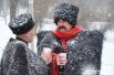 от холода казаки согревались чаем