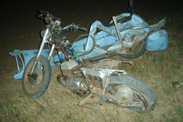 При столкновении грузовика, внедорожника и мотоцикла погибли женщина и ребенок