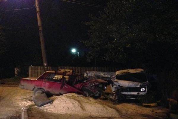 29 сентября в Шахтах при столкновении «ВАЗ-21074» с припаркованным автомобилем погиб 1 человек, один пострадал