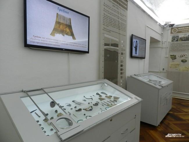 Выставочные витрины с выдвигающимися ящиками и интерактивными дисплеями