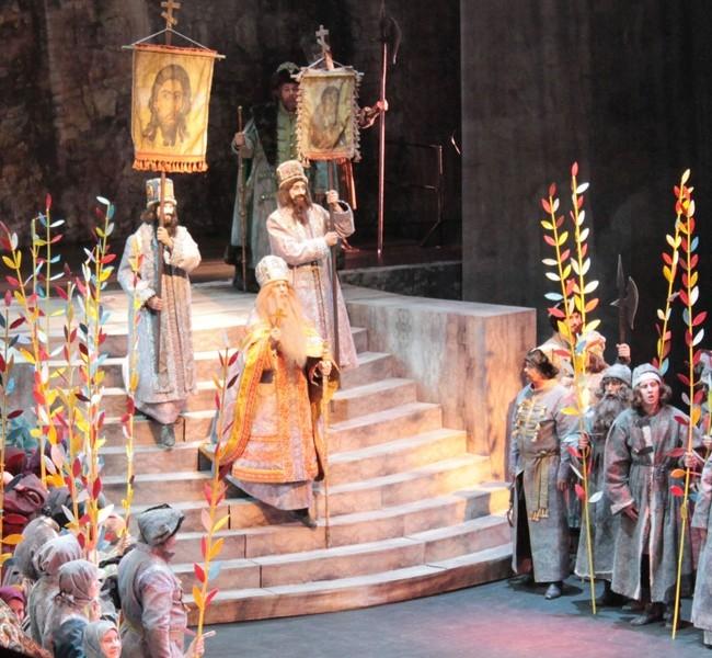 Венчание Бориса на царство на площади перед Успенским собором