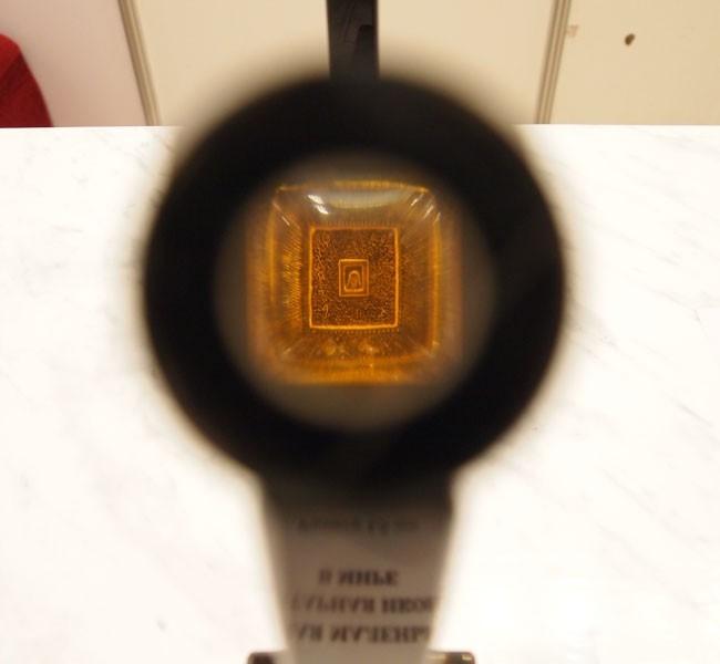 Самая маленькая в мире янтарная икона. Ее размеры составляют всего 1,5 мм