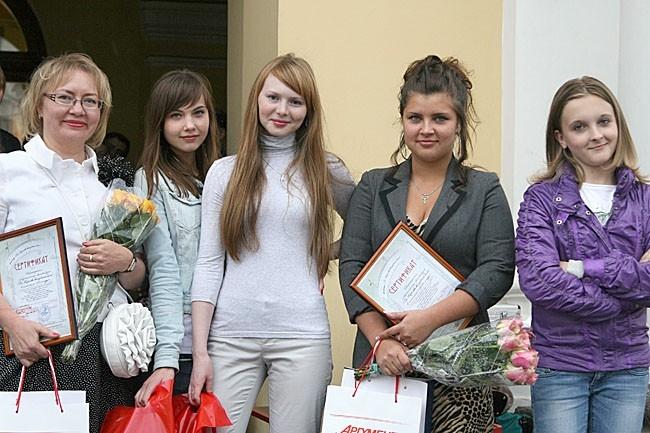 Участницы фотоконкурса «Ты-Королева выпускного бала»