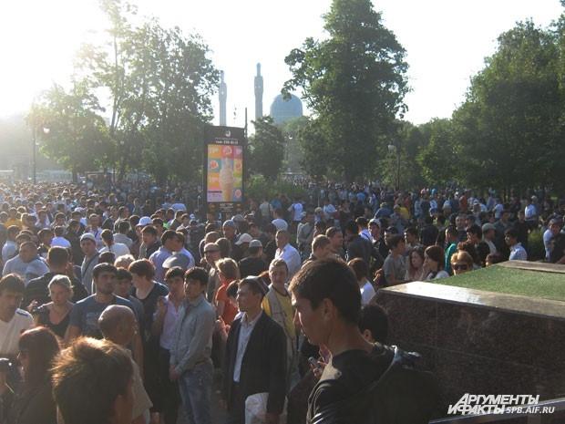 По данным полиции, в Петербурге Ураза-байрам отмечают 100 тысяч мусульман