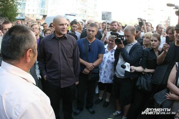 На акции собралось более 200 человек