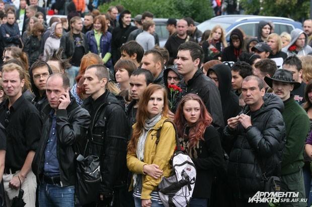 На гражданскую панихиду пришли люди разных возрастов