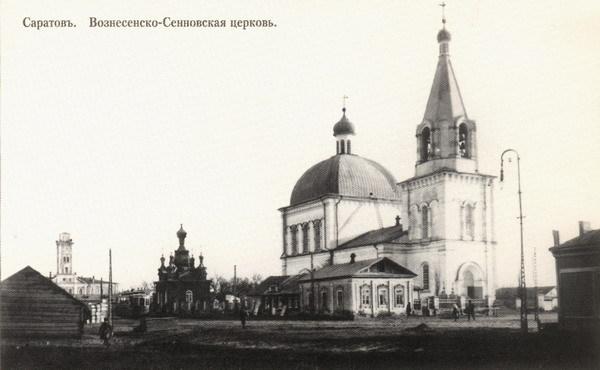 Церковь на месте нынешних шмоточных рядов на площади Кирова. Крытого рынка еще нет. Видна пожарная каланча на месте детского мира