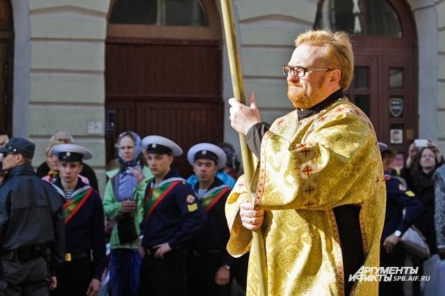 Милонов дошел до Площади Александра Невского вперед всех остальных