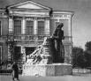 """Скульптура """"Свобода"""". Простояла несколько лет после революции перед радищевским музеем"""