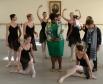 Супруга Президента Южно-Африканской Республики Глория Бонги Нгема (в центре) и супруга Министра финансов Италии Лучана Сангуинетти (справа) во время посещения Академии русского балета имени А.Вагановой