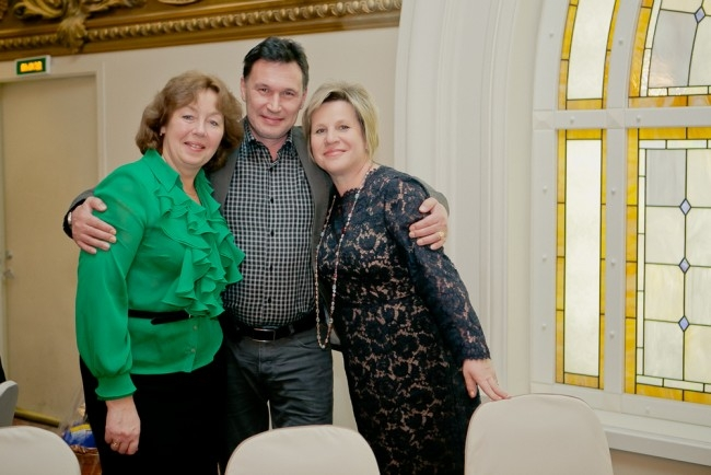 Слева направо - журналист Елена Данилевич, политолог Александр Конфисахор, депутат ЗакСа Марина Шишкина