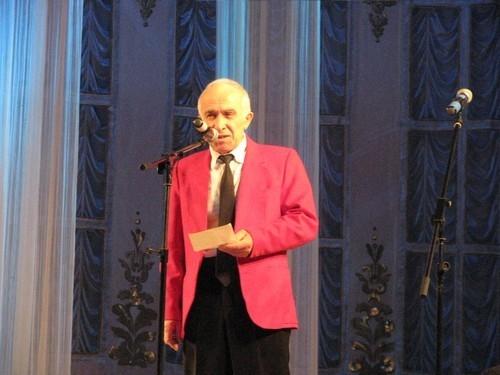 Самым галантным рыцарем на этот раз оказался 72-х летний Енокентий Терзян. «Хоть и мал, да удал я ростом. Понесу я тебя на руках аж до самой до Росты», - за эти строчки Енокентий Арутюнович стал победителем и в нашей специальной номинации «За молодую душу