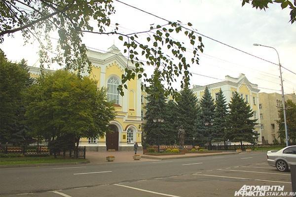 Учебный корпус СКФУ.