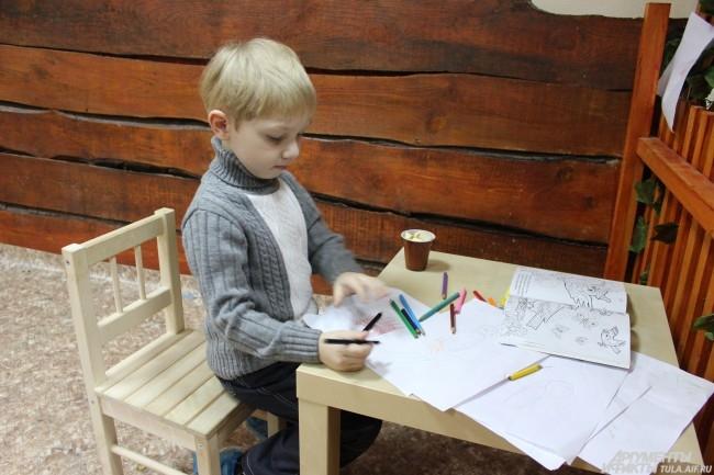 В перерывах между общением со зверятами дети могут порисовать