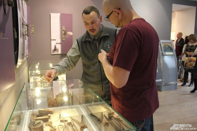 Коллекционеры с удовольствием общались с посетителями выставки
