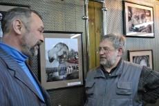 Художник и натура. Друг Костя Николаев, лауреат Грушинского фестиваля.