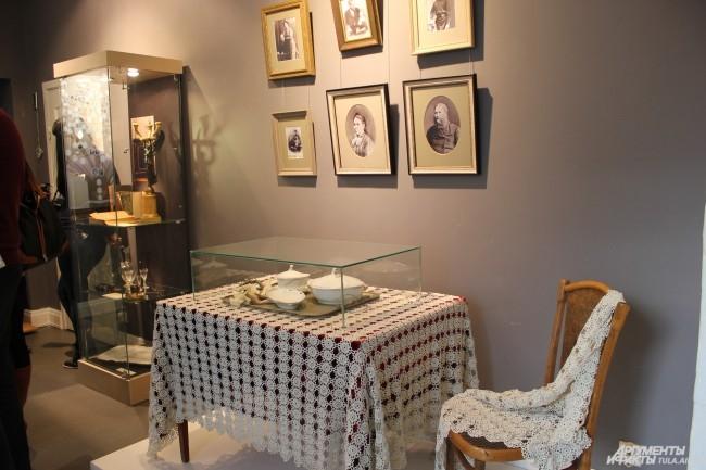Организаторы выставки постарались воспроизвести интерьер дома «скобяных королей» Тепловых