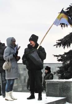Представители казачества беседуют с прессой.