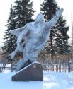 Так сейчас выглядит памятник Александру Матросову в Ивановском детском доме.
